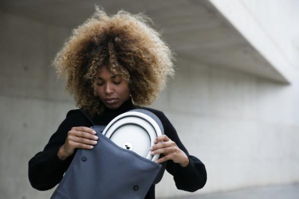 Lifestyle picture of Foldable Helmet Closca Fuga L
